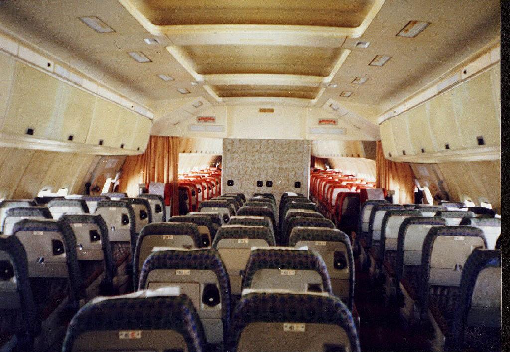 Ил-86 - первый отечественный широкофюзеляжный пассажирский самолет. Лайнер разработан конструкторским бюро Ильюшина в 1970-х годах для эксплуатации на загруженных авиалиниях между крупнейшими городами Советского Союза.  Коммерческая эксплуатация Ил-86 началась в 1980 году, серийное производство продолжалось с 1980 по 1991 гг. За этот период было выпущено 103 самолета, из которых 3 экспортированы в Китай. После распада Советского Союза лайнеры использовались в России, Армении, Казахстане и Узбекистане.